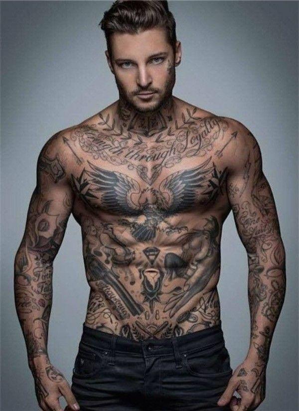 La psychologie de l'ornement de tatouage masculin
